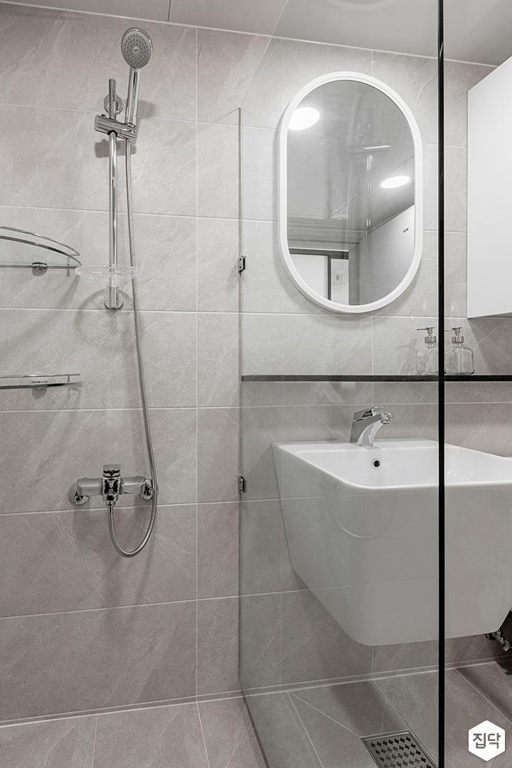 그레이,모던,욕실,유리파티션,세면대,샤워기,거울