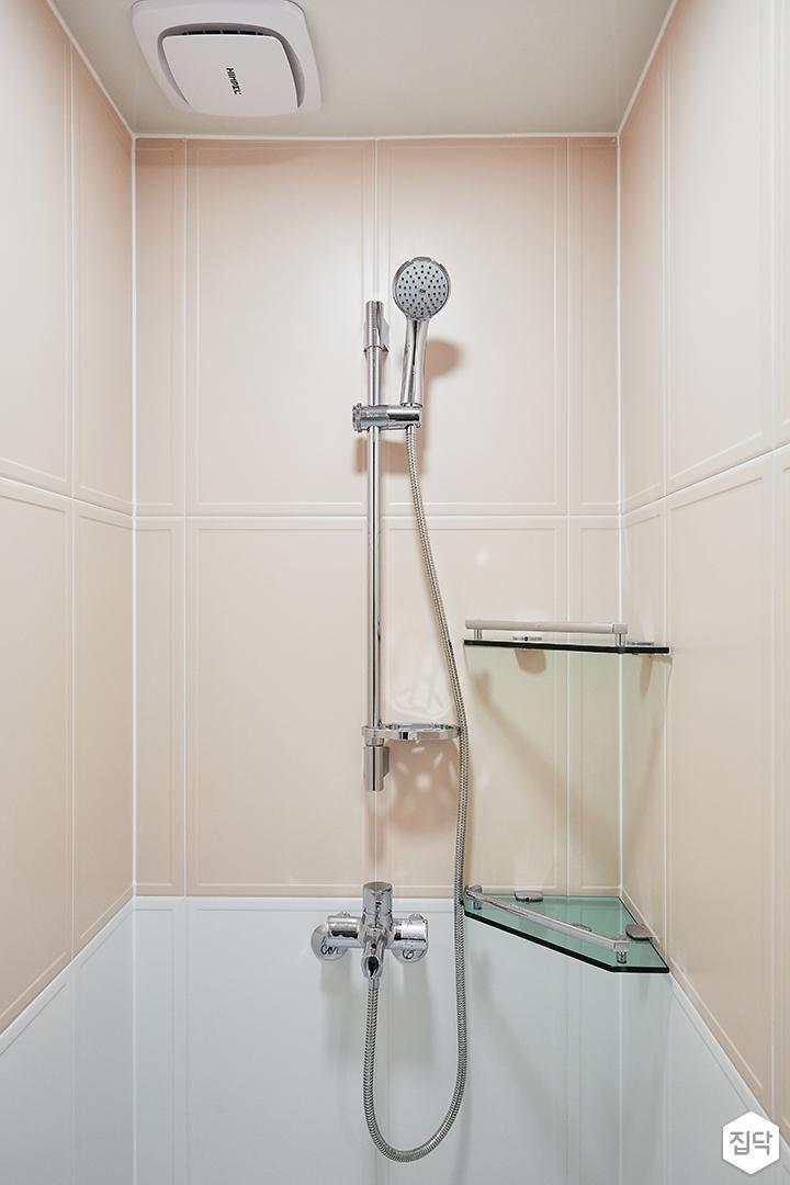 화이트,핑크,모던,심플,욕실,욕실타일,코너선반,샤워기