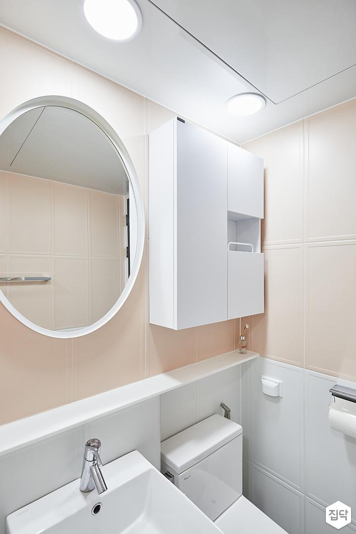 화이트,핑크,모던,심플,욕실,욕실타일,원형직부등,세면대,거울,수납장