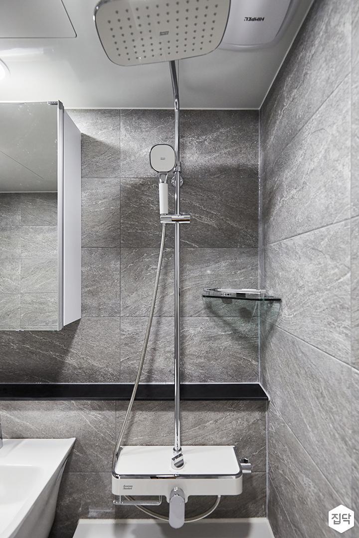 그레이,모던,심플,욕실,포세린,욕실타일,욕조,샤워기,코너선반,거울