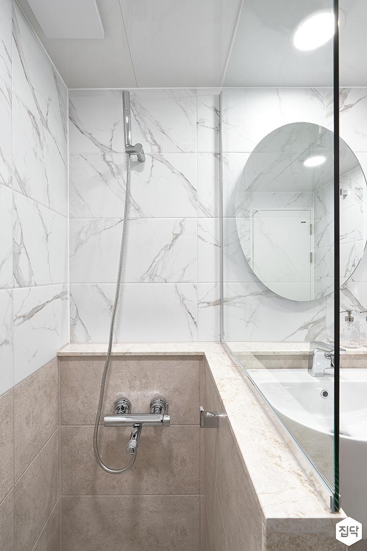 화이트,아이보리,모던,내추럴,욕실,유리파티션,샤워기,거울