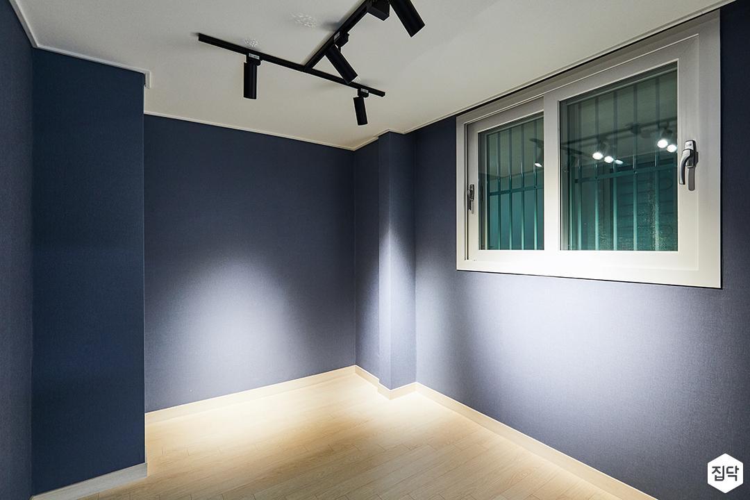블랙,블루,모던,방,레일조명,스포트라이트