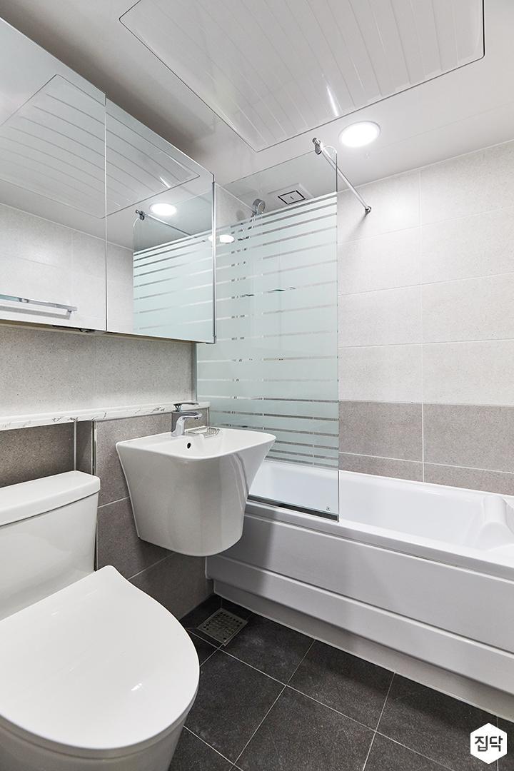 화이트,미니멀,심플,욕실,포세린,수납장,유리파티션,세면대,욕조,거울