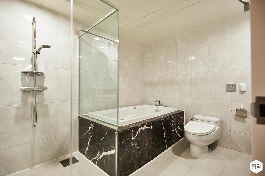 뉴클래식,욕실,패턴타일,유리파티션,욕조,샤워기