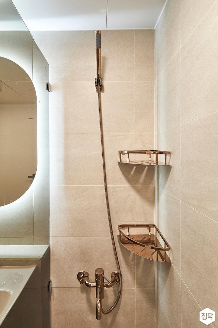 그레이,모던,욕실,유리파티션,코너선반,샤워기,거울
