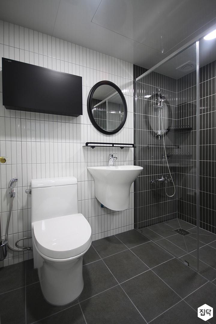 화이트,블랙,모던,욕실,유리파티션,세면대,샤워기,거울