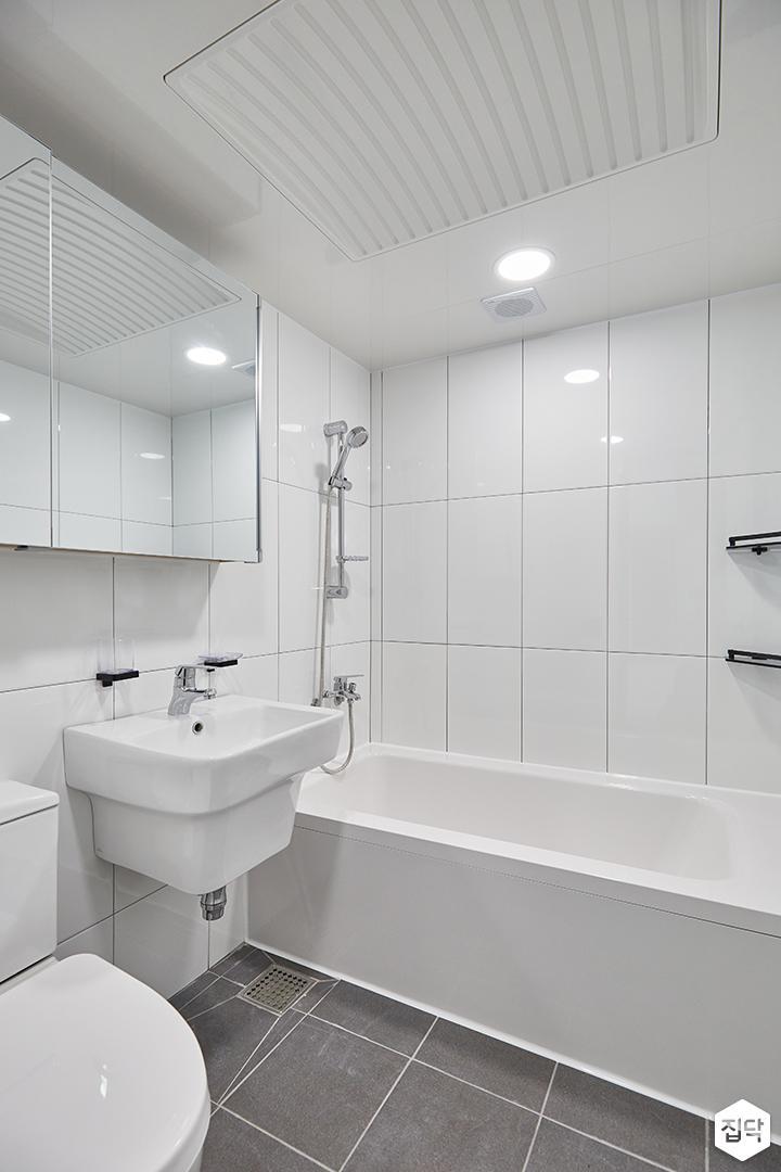 화이트,모던,심플,욕실,욕실타일,원형직부등,수납장,세면대,욕조,샤워기,거울