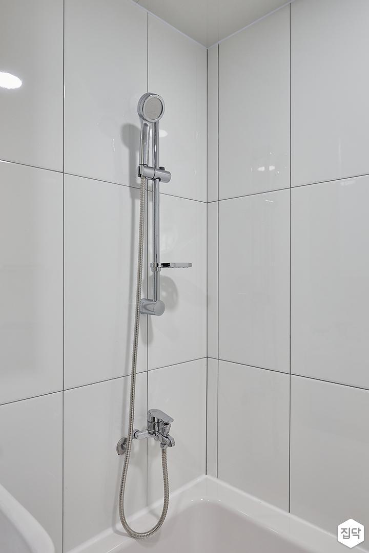 화이트,모던,심플,욕실,욕실타일,샤워기