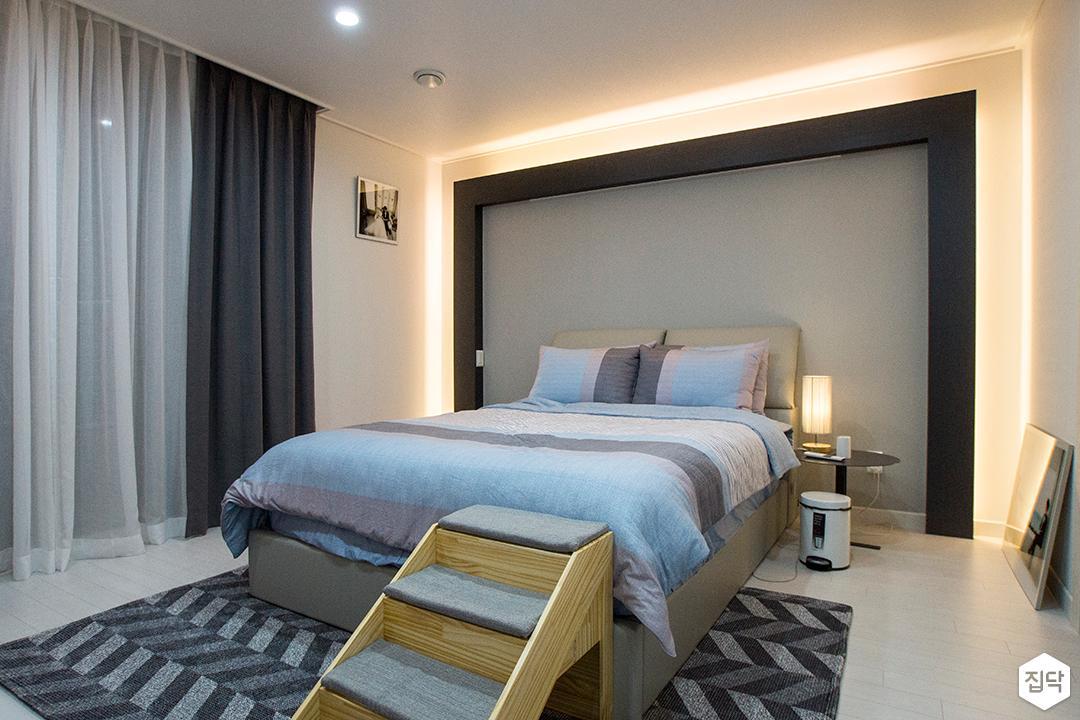화이트,블랙,모던,안방,간접조명,침대