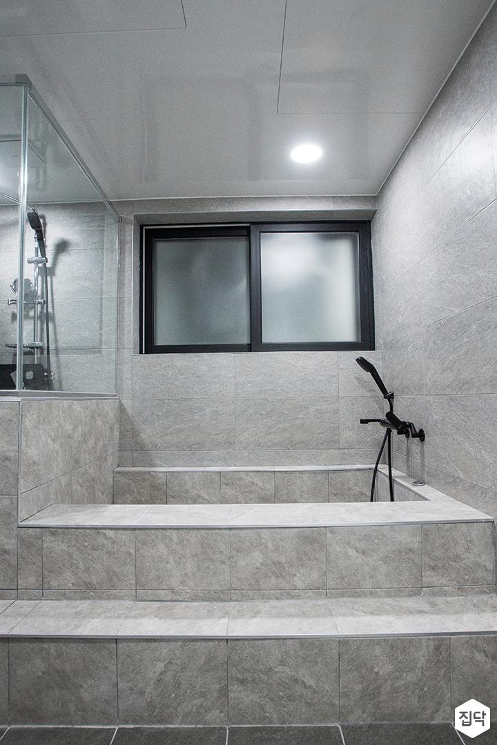 그레이,모던,욕실,욕조,샤워기