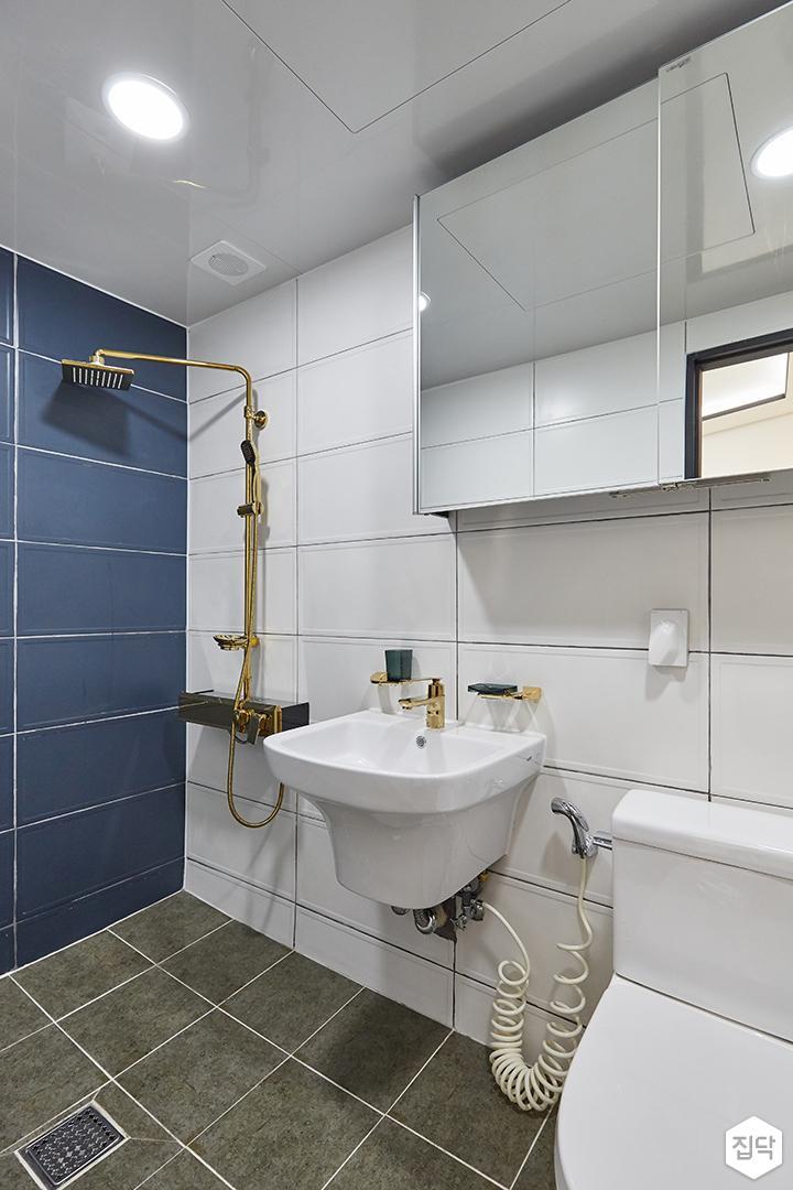 화이트,블루,모던,심플,욕실,포세린,원형직부등,세면대,거울,수납장,샤워기,수전