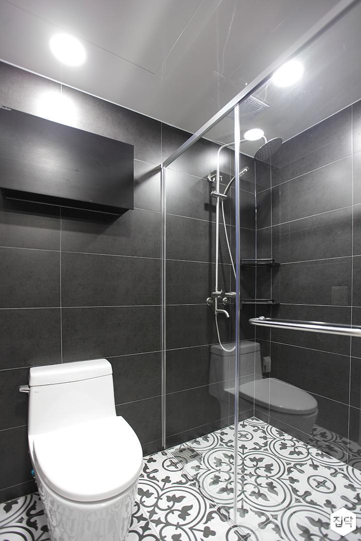블랙,모던,뉴클래식,욕실,포세린,패턴타일,매립등,유리파티션