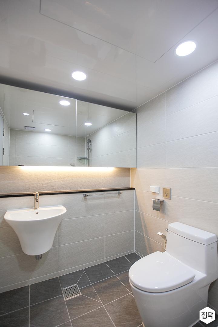 화이트,모던,뉴클래식,욕실,포세린,매립등,간접조명,수납장,세면대,거울