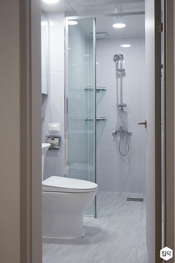 화이트,그레이,모던,욕실,유리파티션,세면대,샤워기