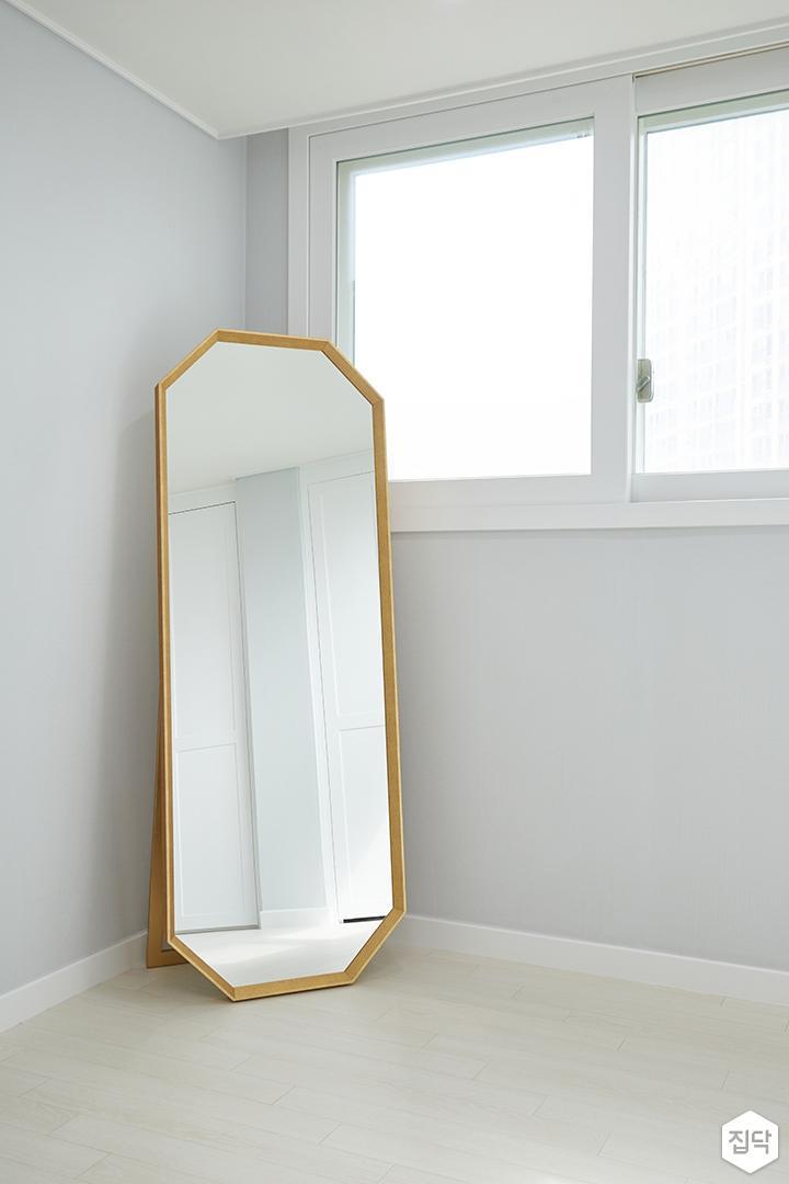 화이트,골드,모던,심플,방,드레스룸,원목마루,거울