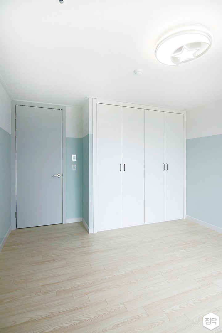 화이트,블루,방