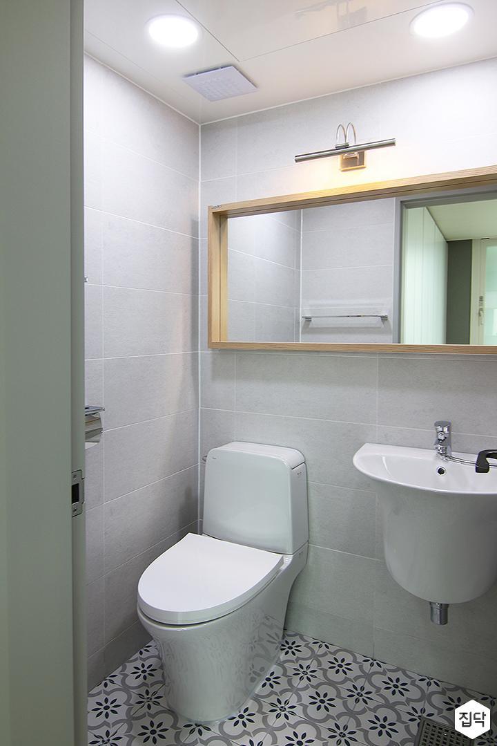 그레이,모던,욕실,패턴타일,세면대,거울