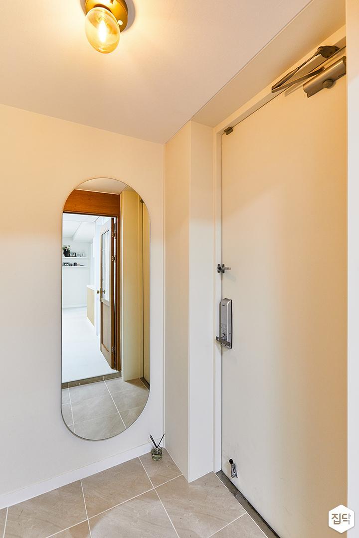 화이트,내추럴,뉴클래식,현관,포세린,현관문,센서등,거울