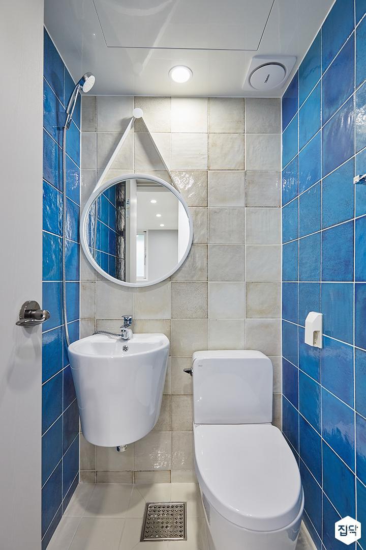 아이보리,블루,모던,심플,욕실,세면대,거울,샤워기