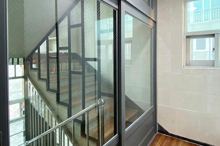 그레이,브라운,모던,현관,계단,센서등