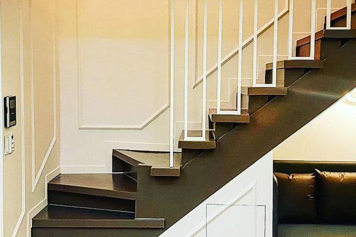화이트,뉴클래식,복층,계단