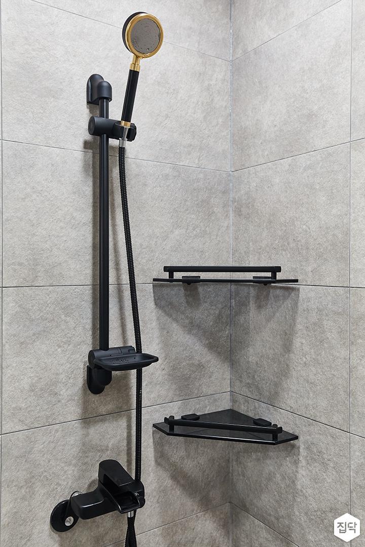 그레이,블랙,모던,뉴클래식,욕실,포세린,샤워기,코너선반