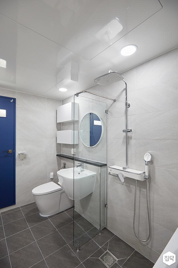 화이트,그레이,모던,심플,욕실,포세린,원형직부등,유리파티션,세면대,수납장,거울