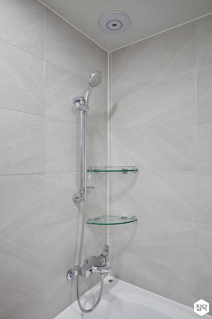 화이트,그레이,모던,심플,욕실,포세린,욕조,코너선반,샤워기