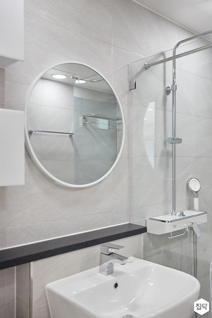 화이트,그레이,모던,심플,욕실,포세린,유리파티션,세면대,거울