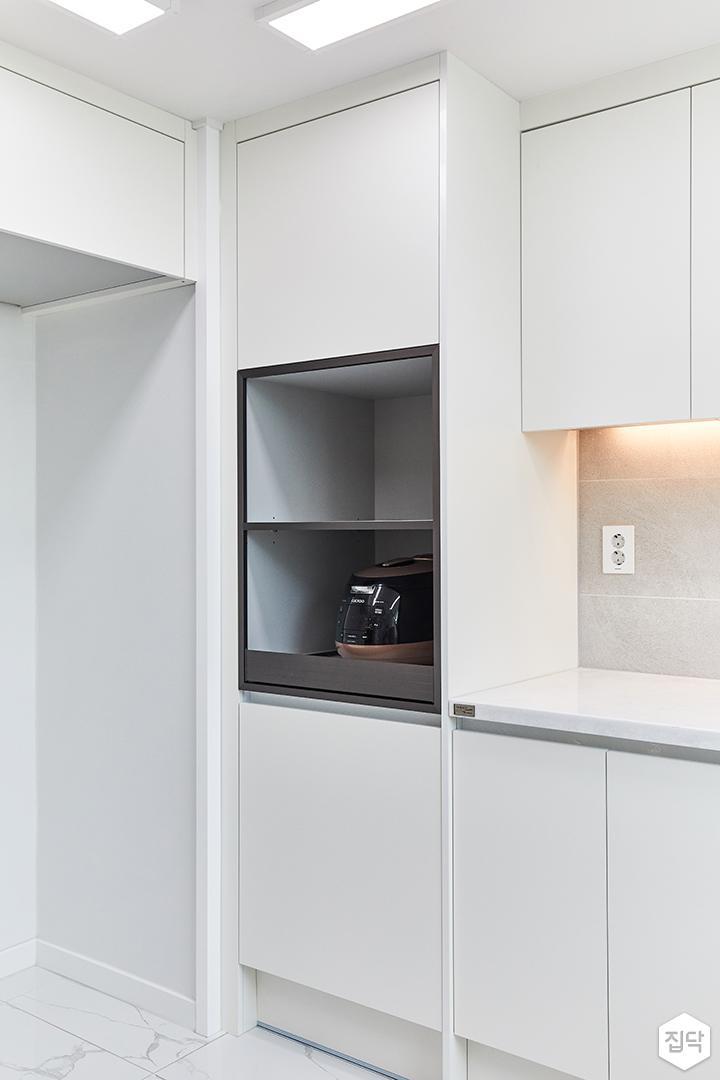 화이트,모던,뉴클래식,주방,수납장,냉장고장