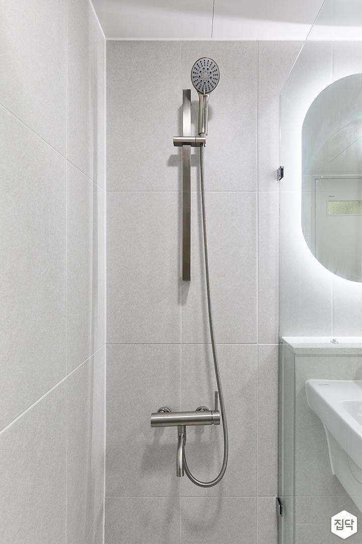 화이트,미니멀,심플,욕실,포세린,유리파티션,샤워기