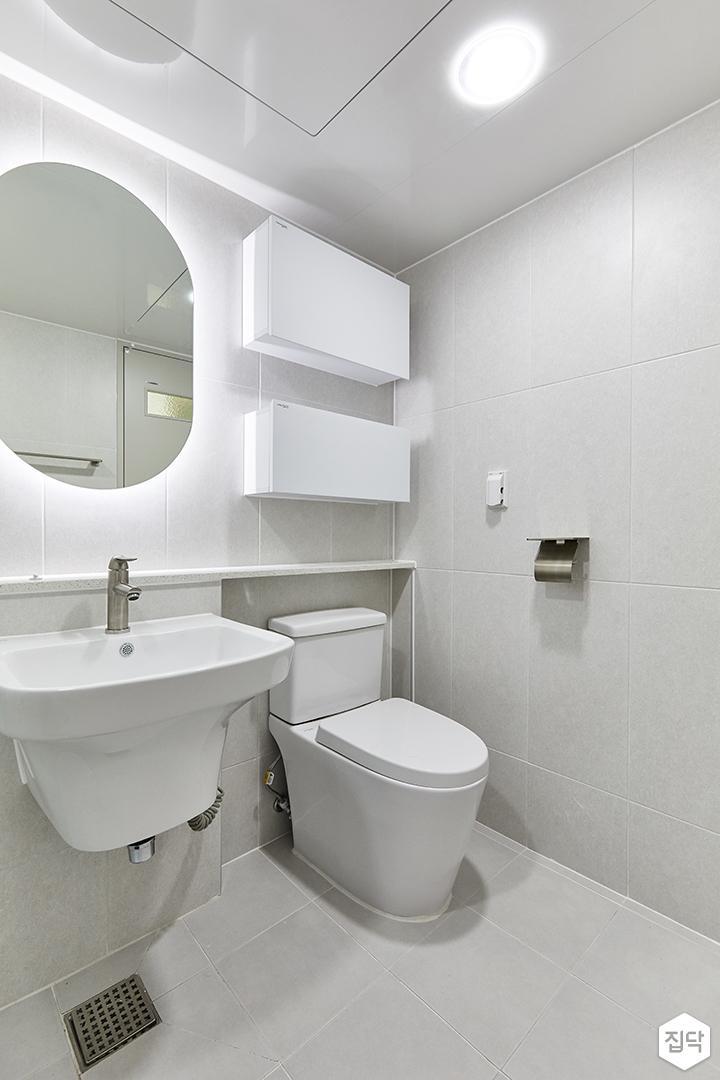 화이트,미니멀,심플,욕실,포세린,간접조명,매립등,수납장,세면대,거울