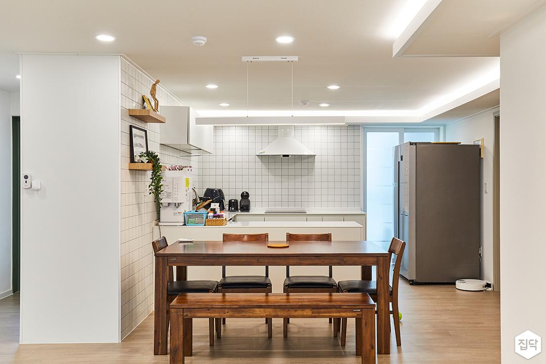 화이트,모던,내추럴,주방,매립등,간접조명,식탁