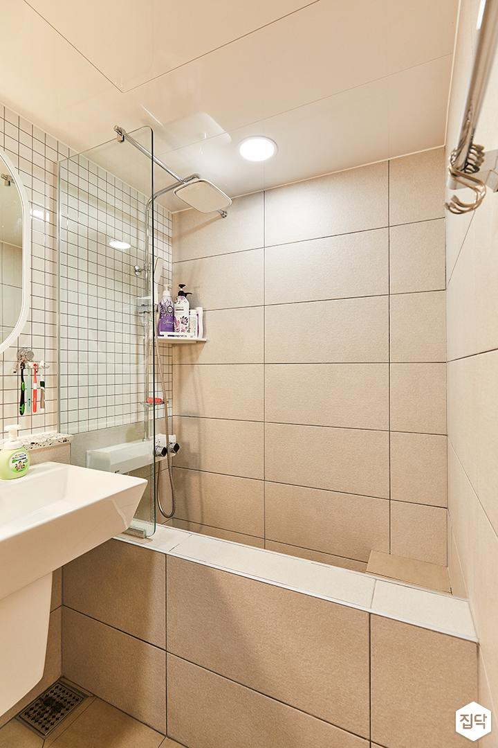 화이트,아이보리,모던,내추럴,욕실,포세린,매립등,유리파티션,욕조