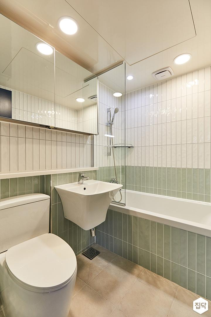 화이트,그린,미니멀,심플,욕실,욕실타일,매립등,수납장,유리파티션,세면대,욕조,거울