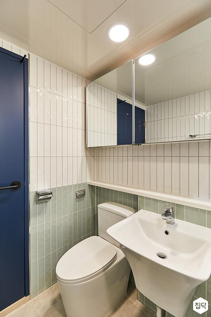 화이트,그린,미니멀,심플,욕실,욕실타일,매립등,수납장,세면대,거울