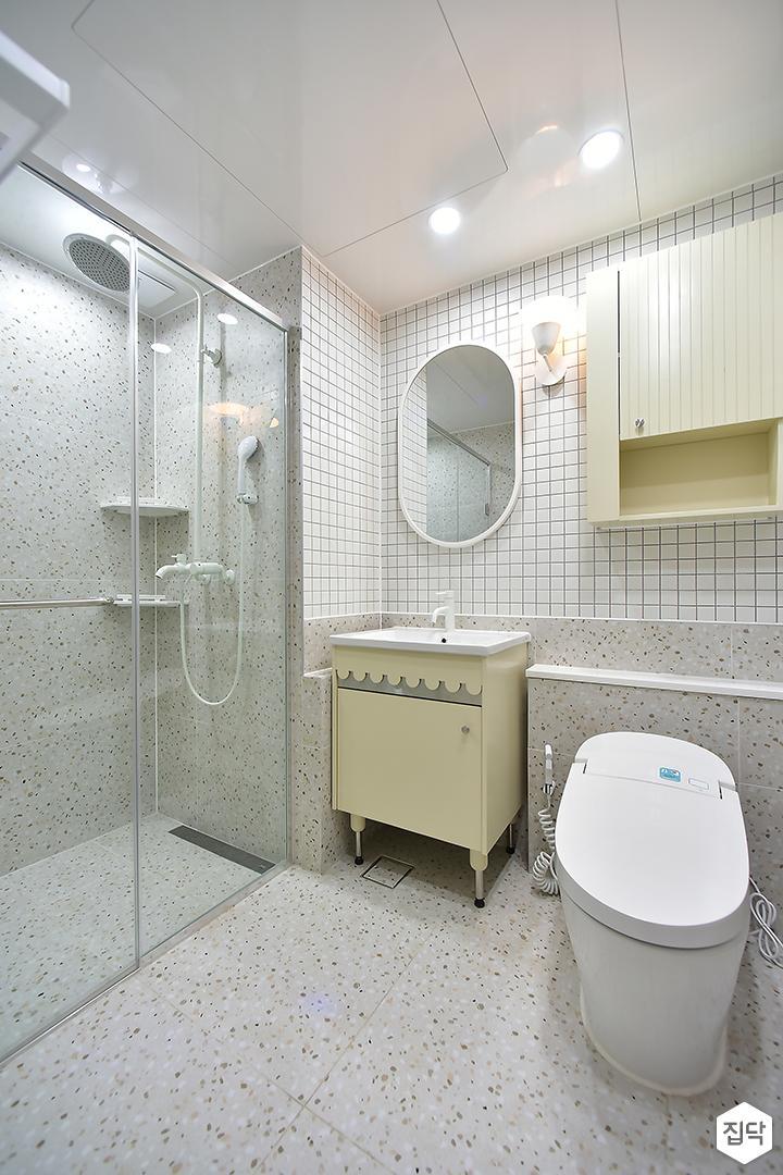 화이트,모던,욕실,유리파티션,세면대,샤워기,거울
