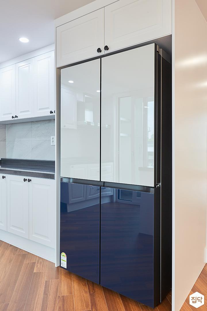 화이트,내추럴,뉴클래식,주방,원목마루,수납장,냉장고장