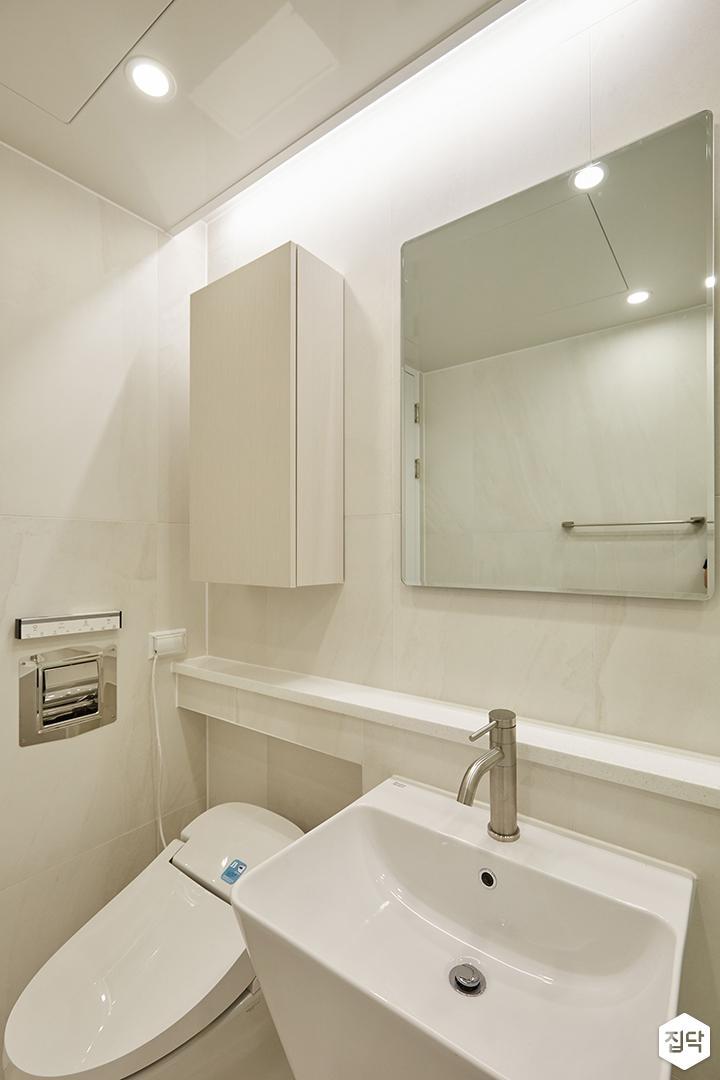 화이트,아이보리,내추럴,심플,욕실,포세린,매립등,다운라이트조명,간접조명,수납장,세면대,거울