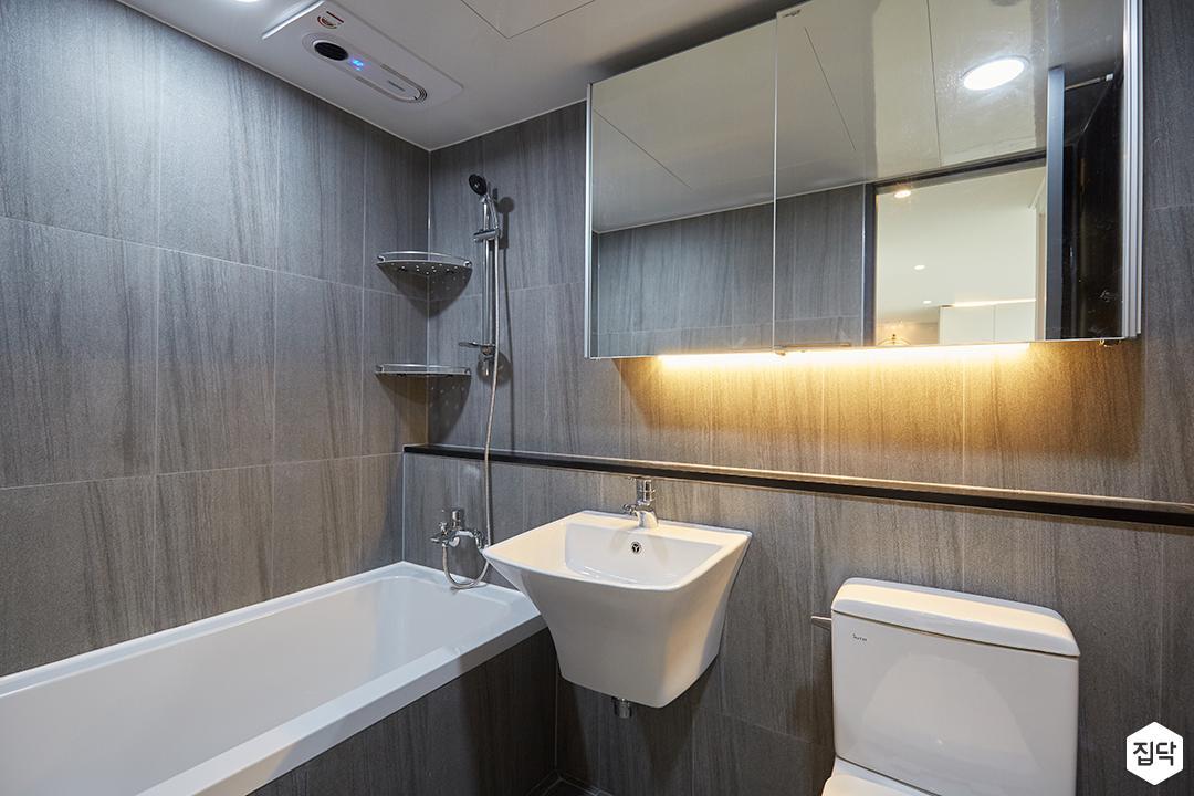 화이트,그레이,모던,심플,욕실,간접조명,원형직부등,수납장,세면대,욕조,코너선반,샤워기,거울