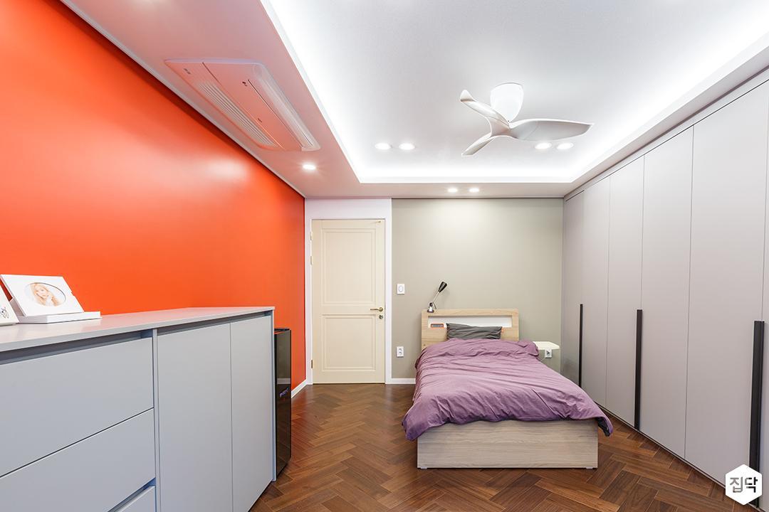 레드,화이트,모던,침대,방,실링팬,간접조명