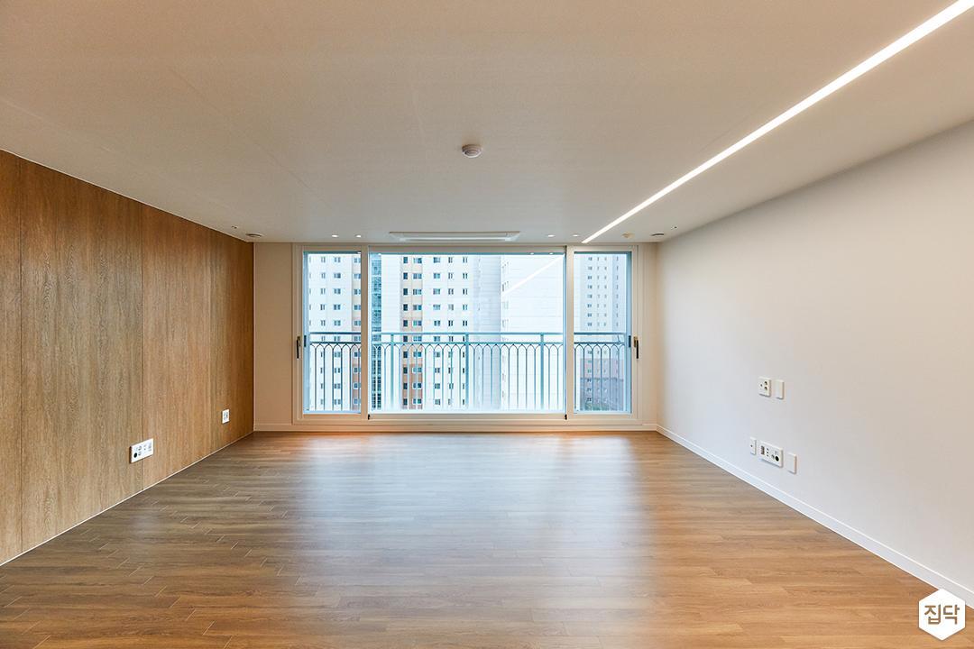 화이트,브라운,모던,내추럴,거실,원목마루,LED조명