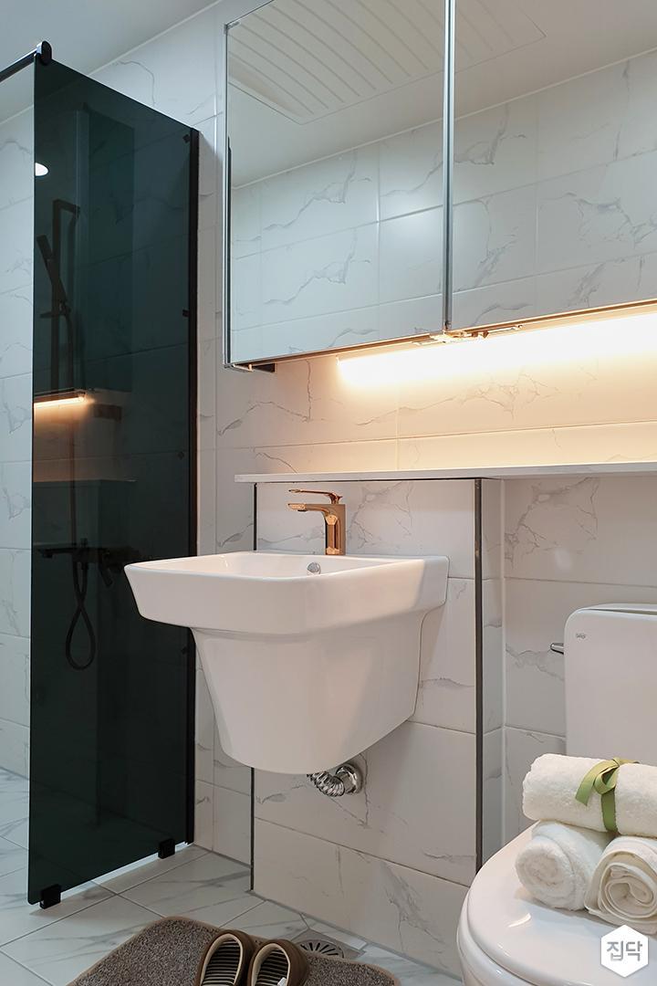 화이트,모던,심플,욕실,간접조명,세면대,수납장,거울