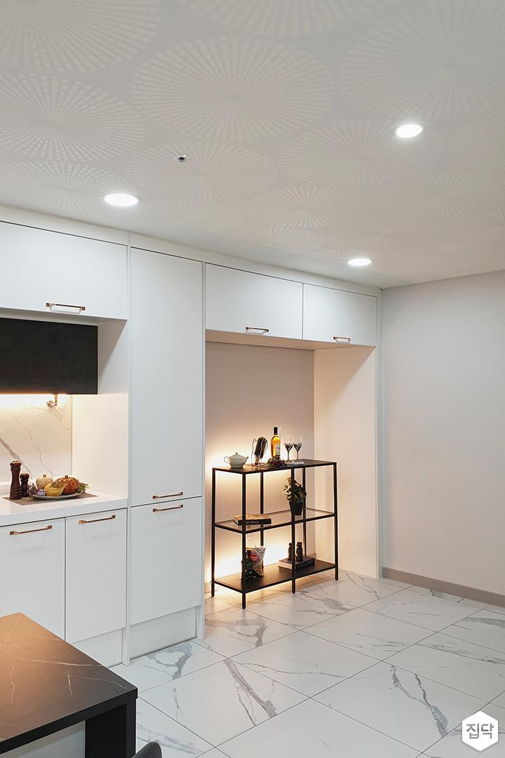 화이트,블랙,모던,심플,주방,다운라이트조명,매립등,간접조명,수납장
