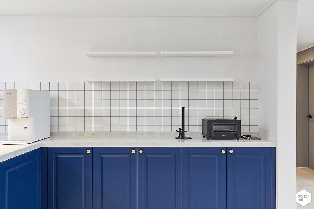 화이트,블루,내추럴,뉴클래식,럭셔리,주방,수납장,선반