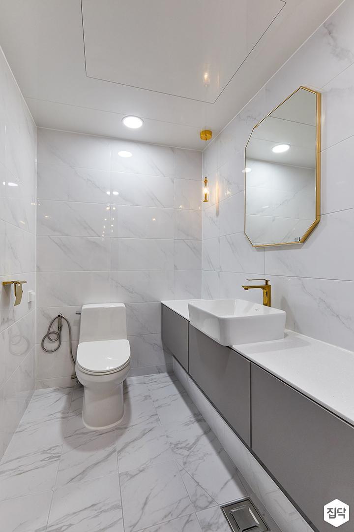 화이트,골드,모던,내추럴,욕실,폴리싱,비앙코카라라,수납장,세면대,거울