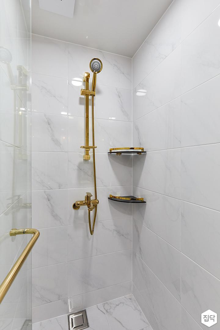 화이트,골드,모던,내추럴,욕실,폴리싱,비앙코카라라,샤워기,코너선반