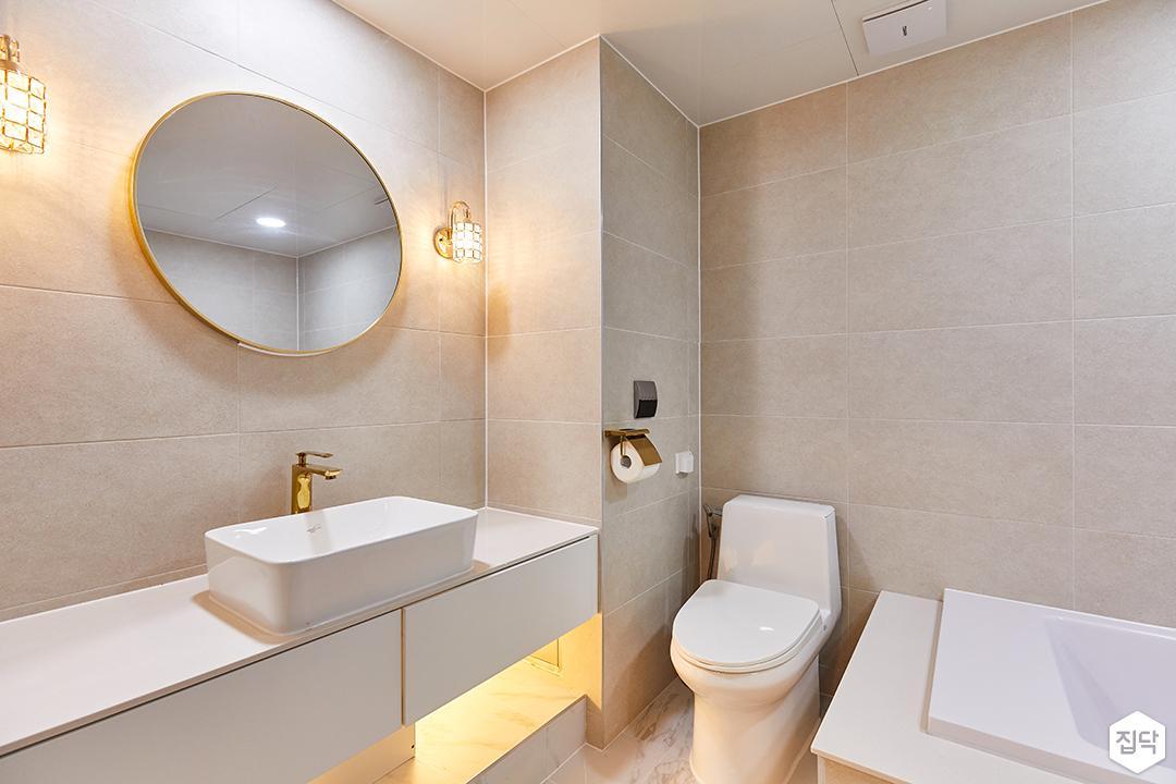 화이트,아이보리,골드,내추럴,뉴클래식,욕실,포세린,간접조명,브라켓조명,세면대,거울