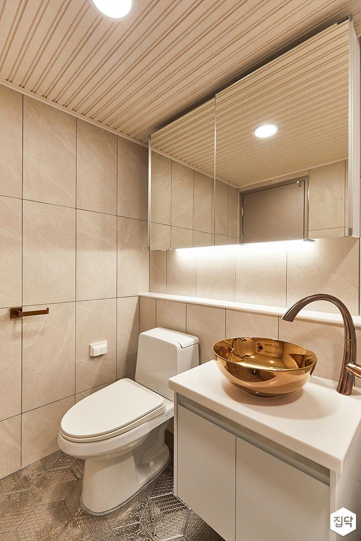화이트,아이보리,내추럴,뉴클래식,욕실,패턴타일,간접조명,수납장,세면대,거울