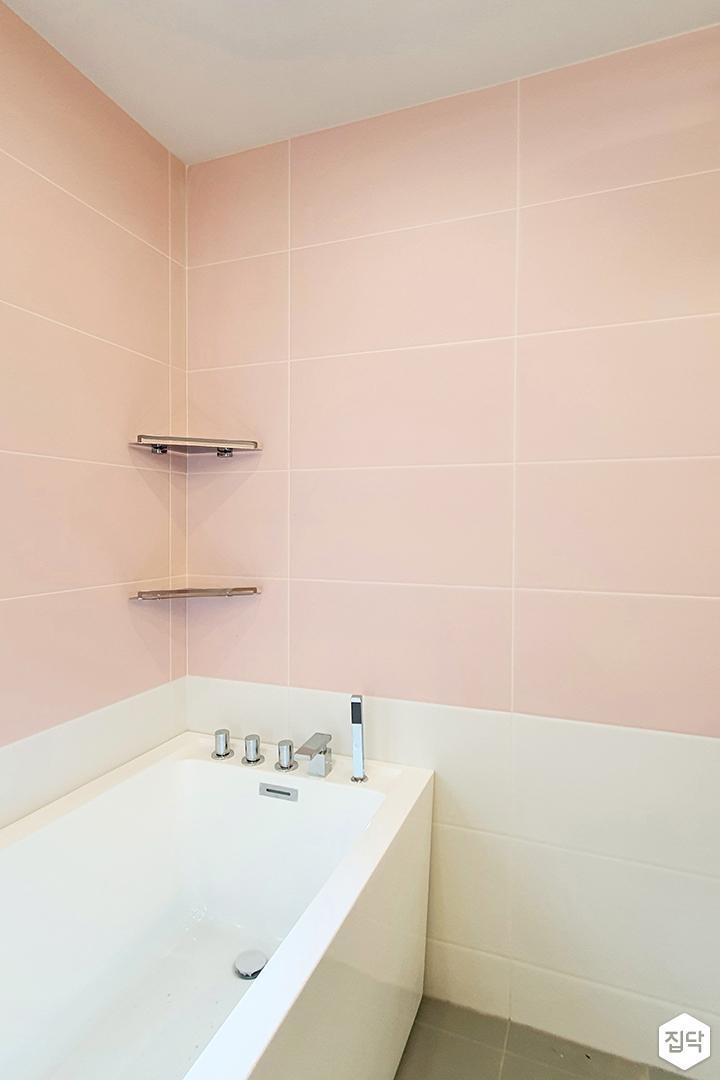 핑크,내추럴,심플,욕실,욕조,코너선반